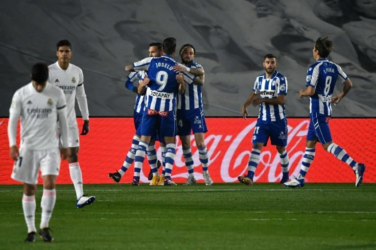 Lucas Perez (L) scored a penalty as Alaves dealt Real Madrid a third league defeat in 10 games
