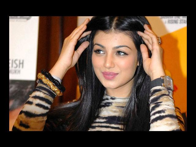 <b>10. Ayesha Takia</b><br>Her male fan following is unprecedented. Thanks to the million watts smile and those fantabulous curves.