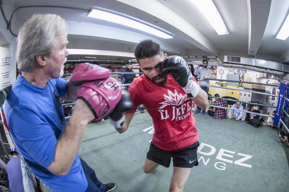 Jose Ramirez works out with Freddie Roach on March 14 in preparation for his super lightweight title fight against Amir Imam in New York. (Getty Images)