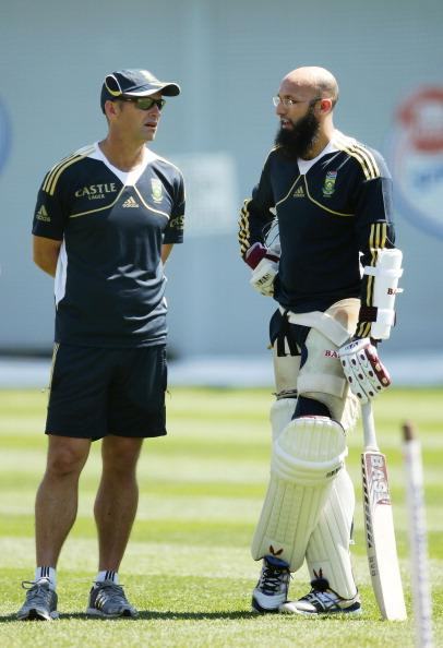 SYDNEY, AUSTRALIA - OCTOBER 31:  Hashim Amla (R) talks to Proteas coach Gary Kirsten (L) during a South African Proteas nets session at Sydney Cricket Ground on October 31, 2012 in Sydney, Australia.  (Photo by Matt King/Getty Images)