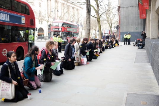 Protesters gather outside KCL on Saturday 3 March to support the hunger strike and demand divestment (KCCE)