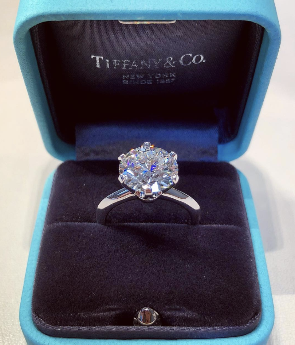 The real deal: an authentic Tiffany & Co. engagement ring in the brand's iconic blue box. Photo: Instagram/insidedabluebox.