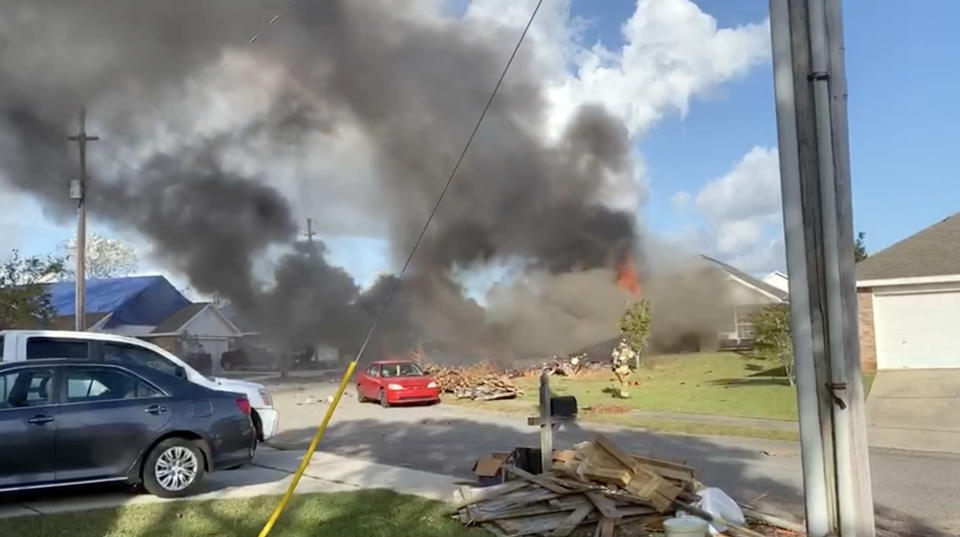 Image: Navy T-6B Texan II aircraft crash (via WPMI)