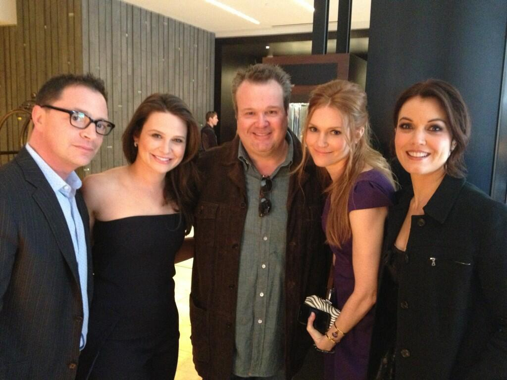 Lobby shot with #Scandal peeps & @ericstonestreet!!! Upfronts here we come! @BellamyYoung @darbystnchfld @JoshMalina pic.twitter.com/ghaTsOhp01