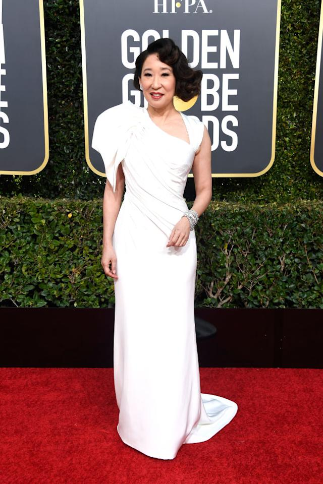 <p>A nominee for her starring role in <i>Killing Eve</i> and one of the night's hosts, Sandra Oh arrives ready to celebrate at the first show of the awards season. (Photo: Getty Images) </p>