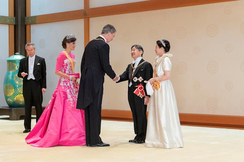 Japan's Emperor Naruhito and Empress Masako welcome Spain's King Felipe and his wife Queen Letizia prior to a court banquet at the Imperial Palace in Tokyo, Japan. October 22, 2019. Imperial Household Agency of Japan/Handout via REUTERS THIS IMAGE HAS BEEN SUPPLIED BY A THIRD PARTY. MANDATORY CREDIT