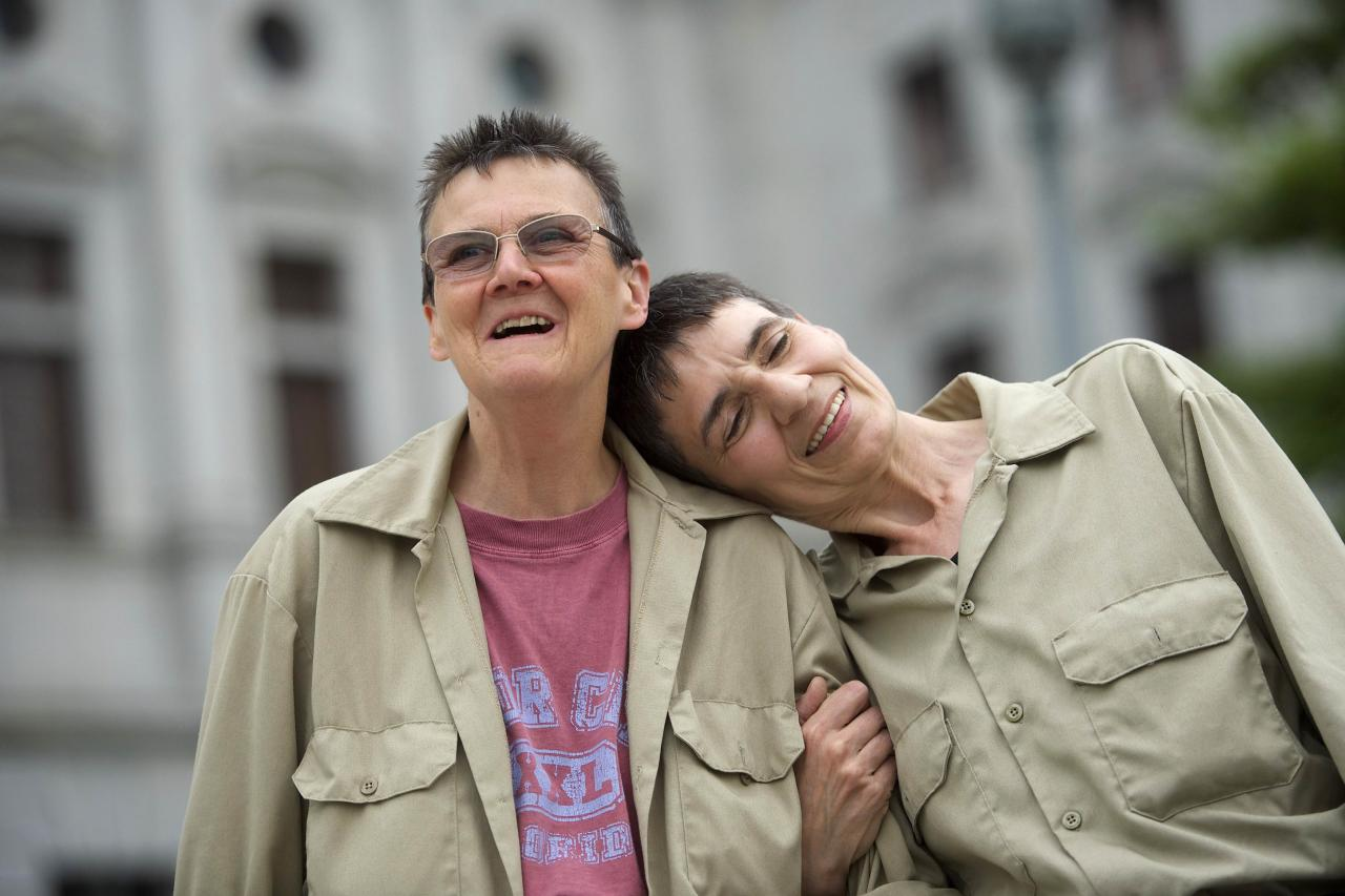 Original plaintiffs against the state of Pennsylvania (L-R) Marla Cattermole and Julia Lobur join gay rights supporters on the state capitol building steps after a ruling struck down a ban on same-sex marriage in Harrisburg, Pennsylvania, May 20, 2014. Pennsylvania's ban on same-sex marriage was struck down by a federal judge on Tuesday in the latest court decision in the United States confirming gay couples' rights to wed. REUTERS/Mark Makela (UNITED STATES - Tags: POLITICS SOCIETY)