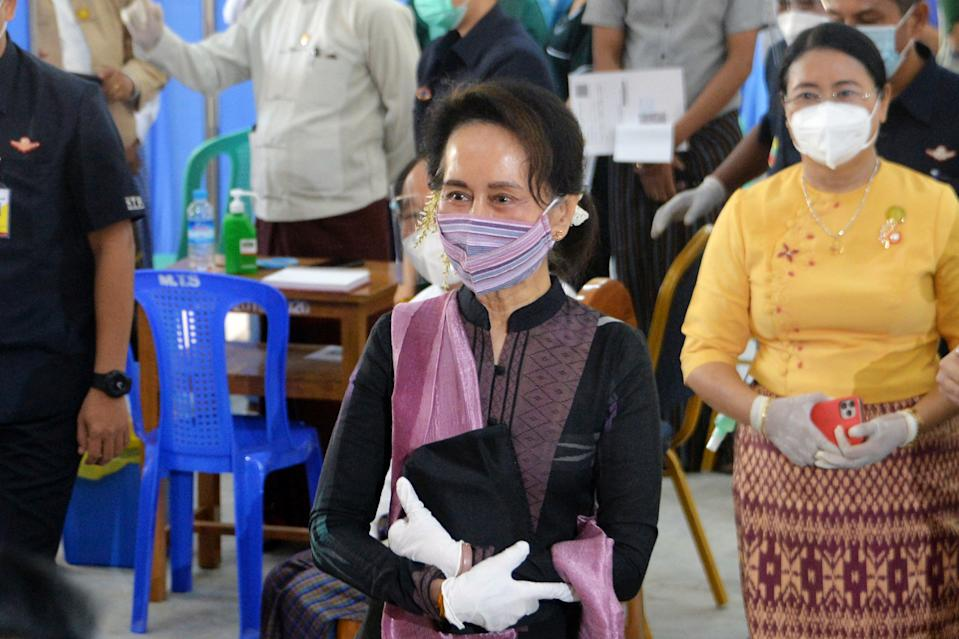 Myanmar's State Counsellor Aung San Suu Kyi looks on as health workers receive a vaccine for the Covid-19 coronavirus at a hospital in Naypyidaw on January 27, 2021. (Photo by Thet Aung / AFP) (Photo by THET AUNG/AFP via Getty Images)