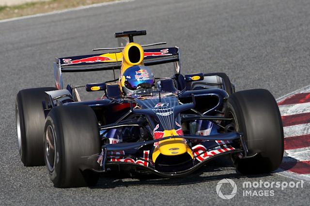 "Toro Rosso STR3 y Red Bull RB4 <span class=""copyright"">Edd Hartley / Motorsport Images</span>"