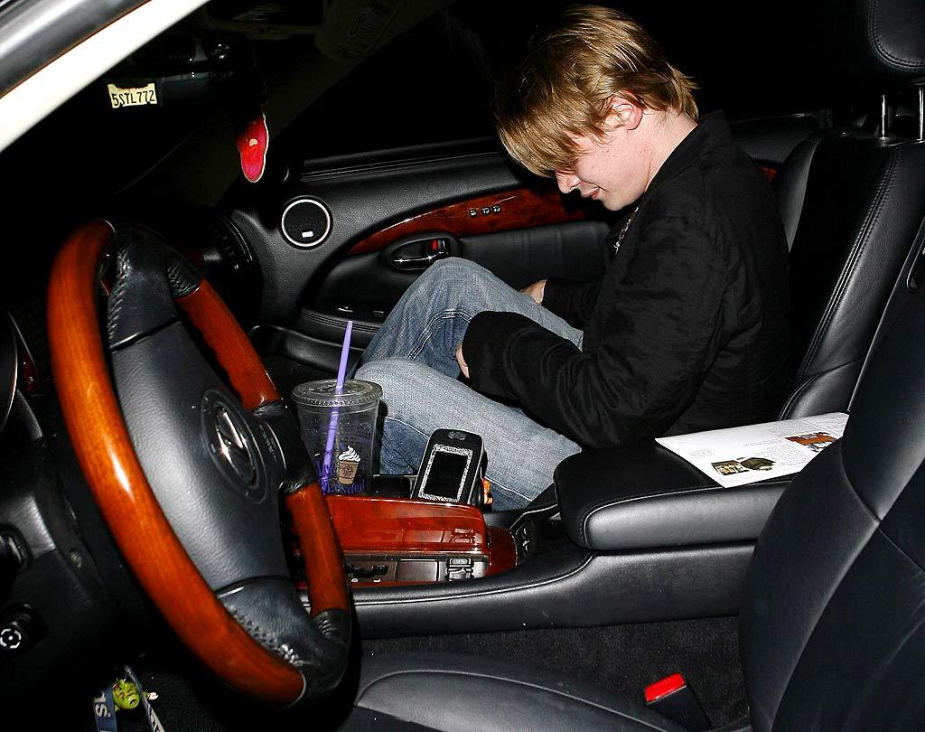 """A partied out Macaulay Culkin leaves club Parc in Hollywood. <a href=""""http://www.x17online.com"""" target=""""new"""">X17 Online</a> - June 13, 2007"""