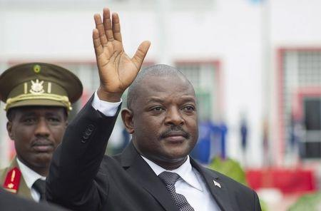 Burundi's President Nkurunziza bids farewell to his South African counterpart Zuma as he departs at the airport after an Africa Union-sponsored dialogue in an attempt to end months of violence in the capital Bujumbura