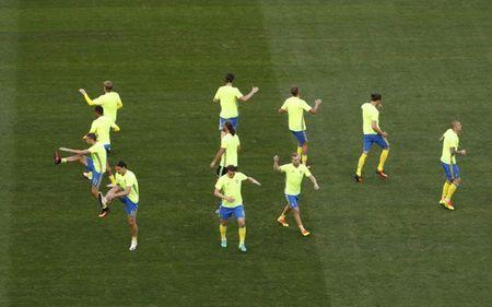 Football Soccer - Sweden v Belgium - EURO 2016 - Group E - Allianz Riviera - Nice, France - 22/6/16 Sweden's players warm-up before the match REUTERS/Eddie Keogh Picture Supplied by Action Images