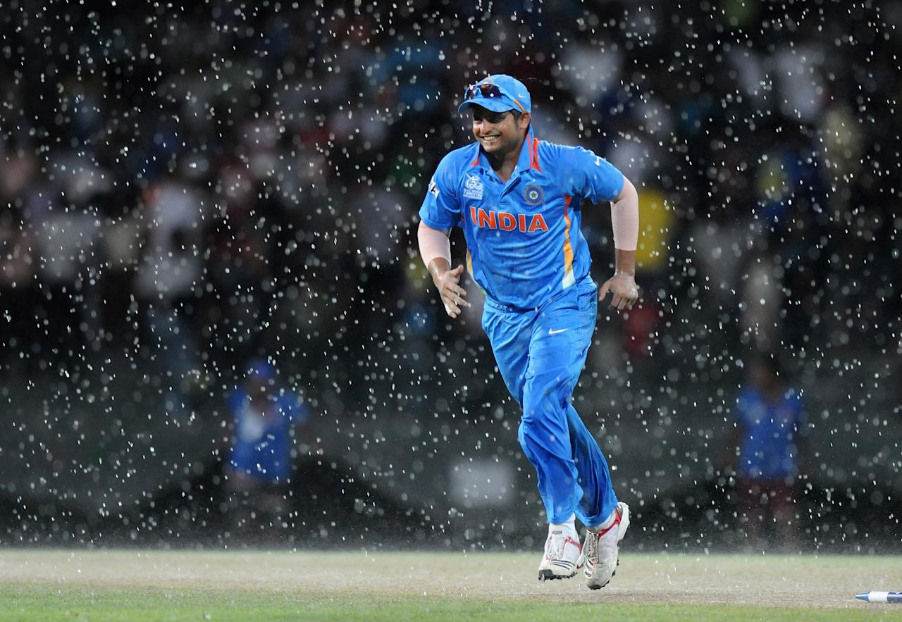 COLOMBO, SRI LANKA - SEPTEMBER 28:  Suresh Raina of India runs back to the pavilion as it starts raining during the super eight match between Australia and India held at R. Premadasa Stadium on September 28, 2012 in Colombo, Sri Lanka.  (Photo by Pal Pillai/Getty Images)
