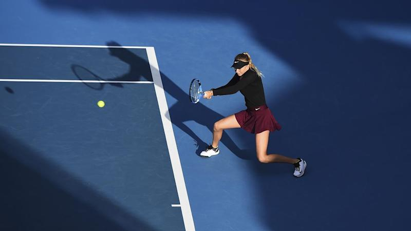 Amanda Anisimova beat Eugenie Bouchard to set up a semi-final with Serena Williams in Auckland