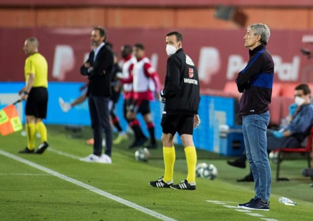 Setien (R) watching Barca's rout in Palma on Saturday (AFP Photo/JAIME REINA)