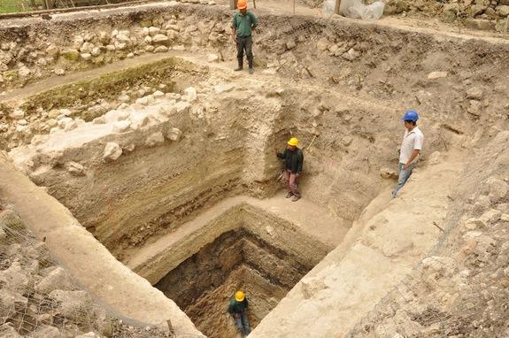Researchers excavating in the ancient Maya city of Ceibal discovered the oldest ceremonial constructions ever, dating back to 1000 BC. These buildings later became widespread throughout the Maya world and were used as solar observatories.