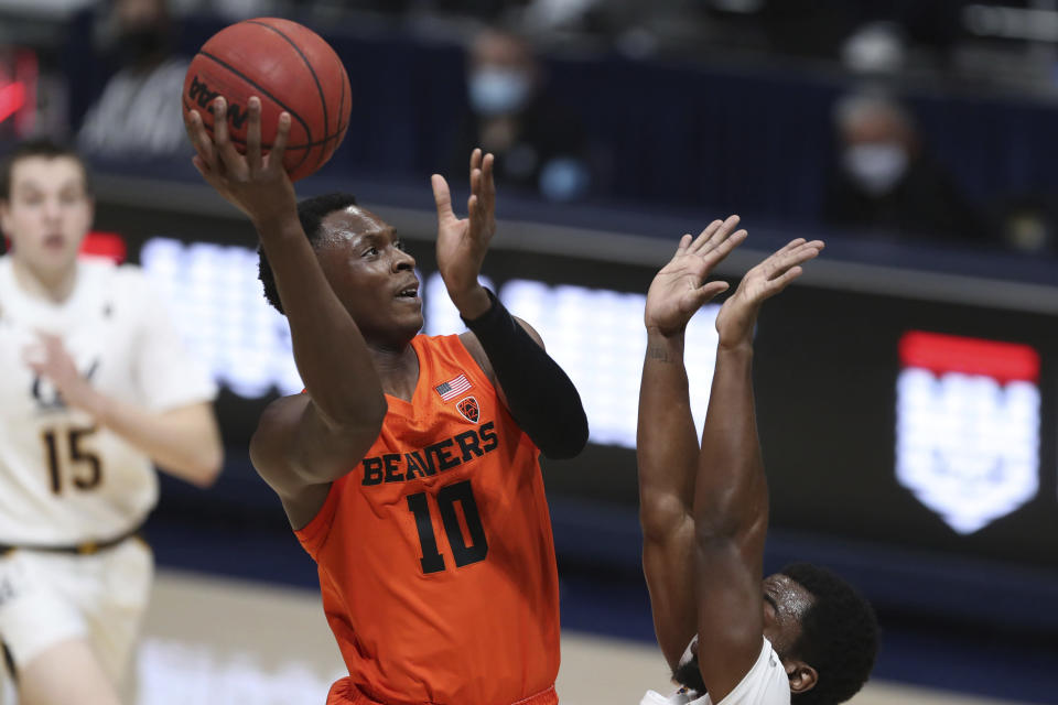 Oregon State guard Warith Alatishe shoots against California guard Makale Foreman during the first half of an NCAA college basketball game in Berkeley, Calif., Thursday, Feb. 25, 2021. (AP Photo/Jed Jacobsohn)