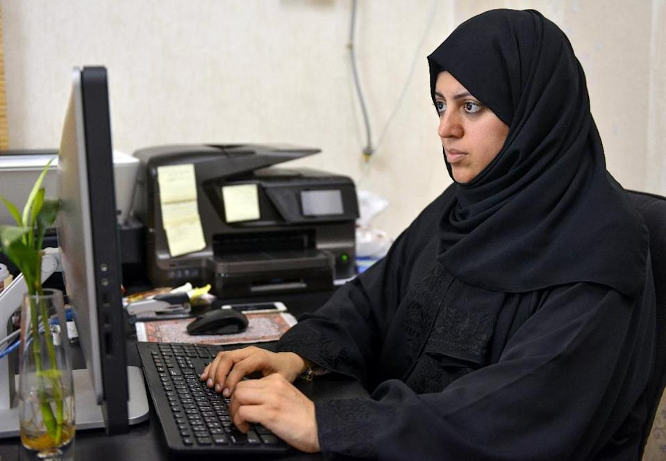 Nassima al-Sadah, a candidate in the municipal council election in the Gulf coast city of Qatif, works at her office on November 26, 2015 (AFP Photo/)