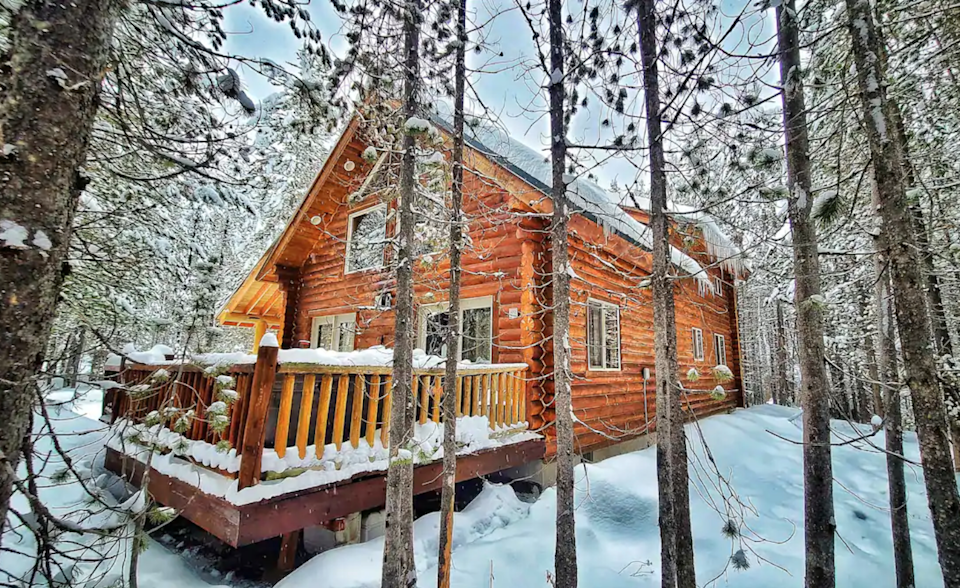 """<h2>Island Park, Idaho<br></h2><br><strong>Location</strong>: Island Park, ID<br><strong>Sleeps</strong>: 10<br><strong>Price Per Night</strong>: <a href=""""https://airbnb.pvxt.net/ORKqMz"""" rel=""""nofollow noopener"""" target=""""_blank"""" data-ylk=""""slk:$299"""" class=""""link rapid-noclick-resp"""">$299</a><br><br>""""Just 29 miles from the West Gate of Yellowstone National Park, this modern, 4 bedroom/2 bath log cabin comes with a private outdoor hot tub. Perfect for a retreat with extended family or a romantic getaway. """"<br><br><h3>Book <a href=""""https://airbnb.pvxt.net/ORKqMz"""" rel=""""nofollow noopener"""" target=""""_blank"""" data-ylk=""""slk:Log Retreat"""" class=""""link rapid-noclick-resp"""">Log Retreat</a></h3>"""