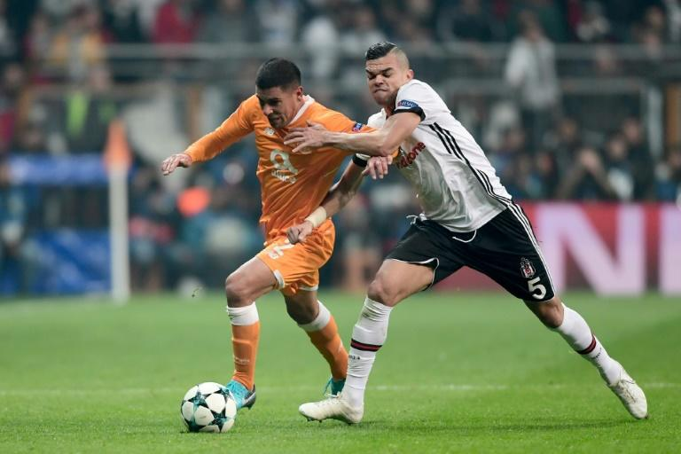 Porto's Maxi Pereira (L) vies for the ball with Besiktas' Pepe (R) during the UEFA Champions League Group G football match November 21, 2017 at the Vodafone Park in Istanbul