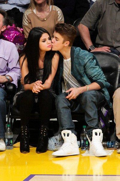 Throughout the game, the always affectionate Bieber had been kissing the lovely Gomez on the cheek.