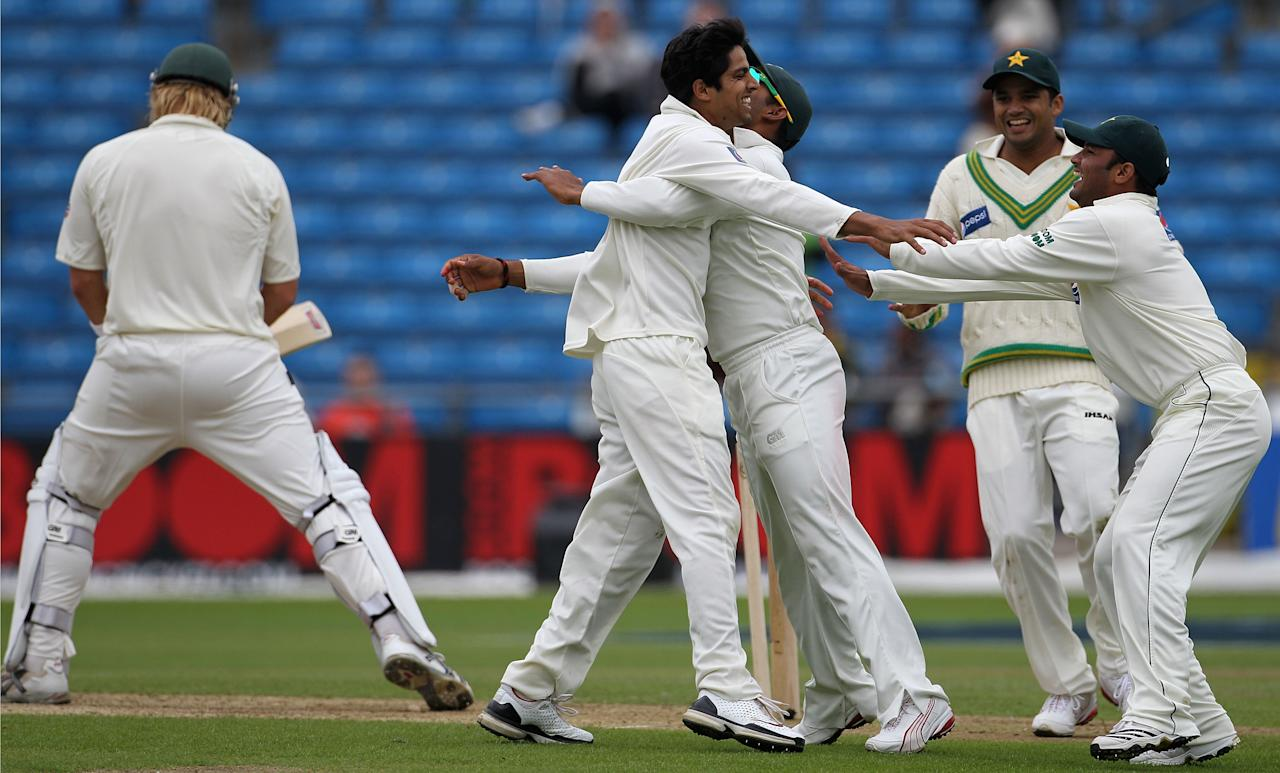 LEEDS, ENGLAND - JULY 22:  Umar Amin of Pakistan celebrates the wicket of Shane Watson of Australia with team mates during day two of the 2nd Test between Pakistan and Australia played at Headingley Carnegie Stadium on July 22, 2010 in Leeds, England.  (Photo by Hamish Blair/Getty Images)