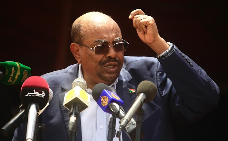 Sudan's president Omar al-Bashir delivers a speech at the airport in the North Darfur state capital El-Fasher during a ceremony to declare an end to 13 years of conflict in the region, on September 7, 2016 (AFP Photo/Ashraf Shazly)