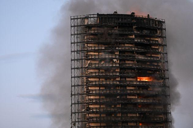MILAN, ITALY - AUGUST 29: Flames are seen on the scene of a fire that broke out from a high residential building in the outskirts of Milan, Italy on August 29, 2021. (Photo by Piero Cruciatti/Anadolu Agency via Getty Images) (Photo: Anadolu Agency via Getty Images)