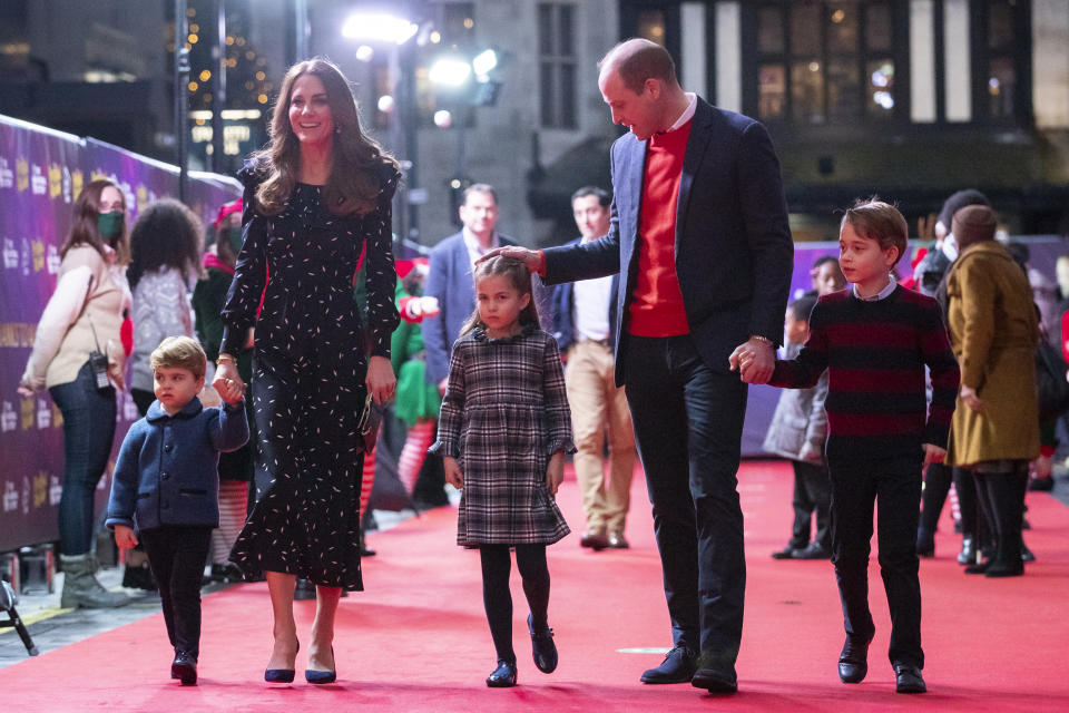 LONDON, ENGLAND - DECEMBER 11: Prince William, Duke of Cambridge and Catherine, Duchess of Cambridge with their children, Prince Louis, Princess Charlotte and Prince George, attend a special pantomime performance at London's Palladium Theatre, hosted by The National Lottery, to thank key workers and their families for their efforts throughout the pandemic on December 11, 2020 in London, England. (Photo by  Aaron Chown - WPA Pool/Getty Images)
