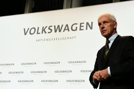 VW chief apologizes over emissions scandal on first US trip