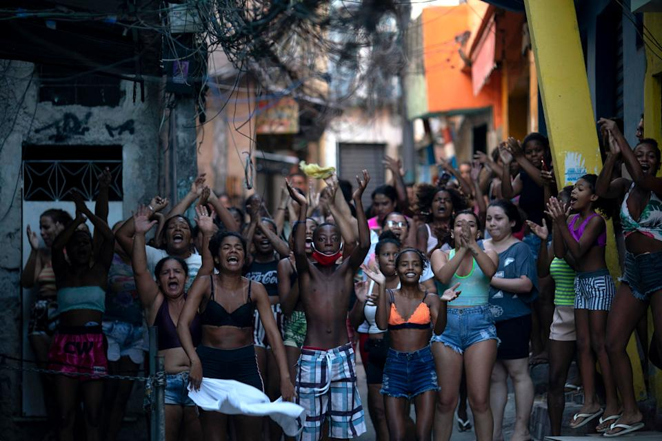 Residentes protest after a police operation against alleged drug traffickers at the Jacarezinho favela in Rio de Janeiro, Brazil, on May 06, 2021. - A massive police operation against drug traffickers in a Brazilian favela Thursday left 25 people dead, turning the impoverished Rio de Janeiro neighborhood into a battlefield and drawing condemnation from rights groups. (Photo by MAURO PIMENTEL / AFP) (Photo by MAURO PIMENTEL/AFP via Getty Images)