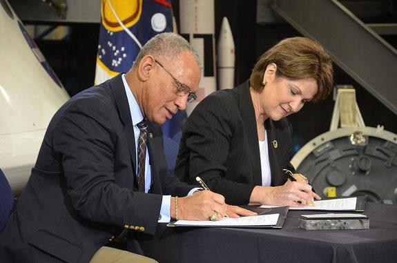 NASA Administrator Charles Bolden and Lockheed Martin president and CEO Marillyn Hewson sign an agreement enabling NASA's Exploration Design Challenge for students, March 11, 2013.