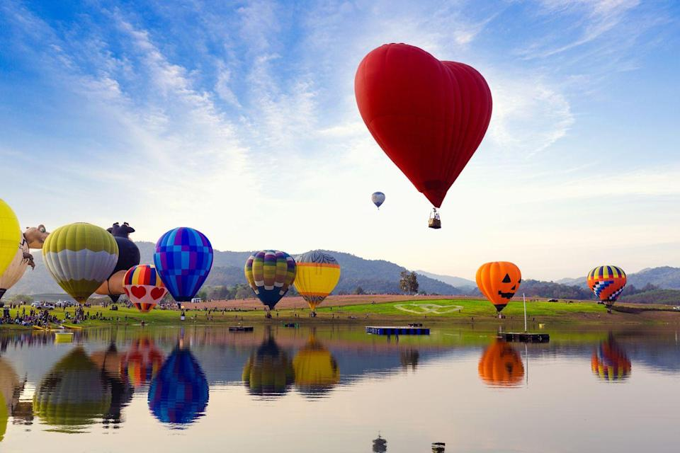 <p>An annual Balloon festival in Albuquerque, New Mexico makes the scenic landscape even more colorful. </p>