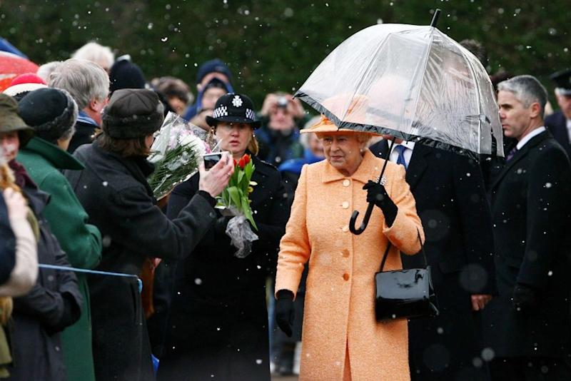 Queen Elizabeth spotted with the signature purse | Gareth Fuller - PA Images/PA Images via Getty