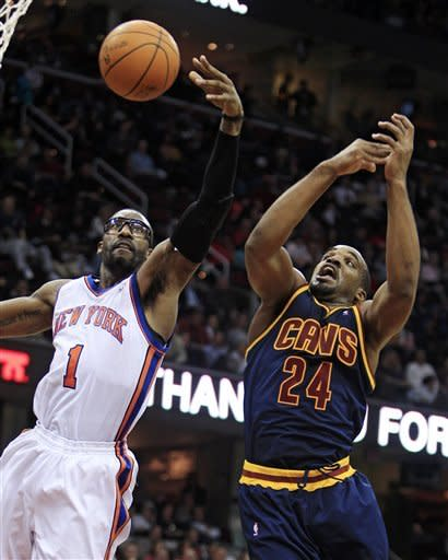 New York Knicks' Amare Stoudemire (1) and Cleveland Cavaliers' Samardo Samuels (24) battle for a rebound during the fourth quarter of an NBA basketball game, Wednesday, Jan. 25, 2012, in Cleveland. The Cavaliers won 91-81. (AP Photo/Tony Dejak)