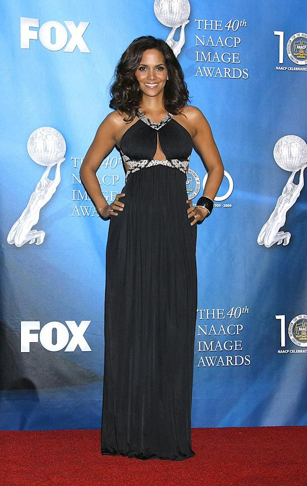 """Halle Berry highlighted her toned arms and sexy curves in a revealing halter dress, with snake-print detail, at the 40th NAACP Image Awards. Jeffrey Mayer/<a href=""""http://www.wireimage.com"""" target=""""new"""">WireImage.com</a> - February 12, 2009"""