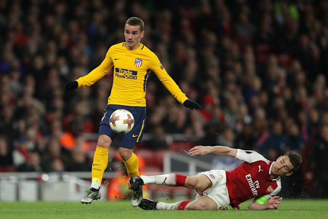 Antoine Griezmann beat Laurent Koscielny for Atletico Madrid's only goal of its Europa League semifinal first leg against Arsenal. (Getty)