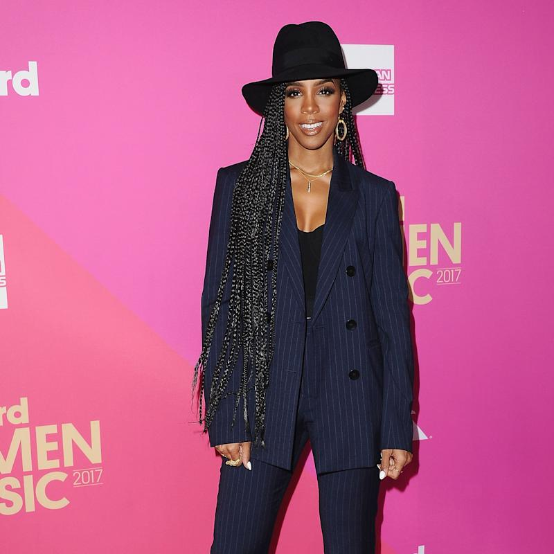 I'm Not Sure What's Better: Kelly Rowland's Red Hot Leggings or Her Chiseled Abs in This Video