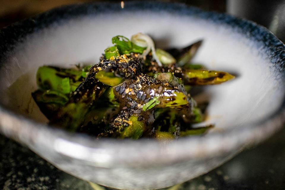 Charcoal Grilled Asparagus (PHOTO: Zat Astha/Yahoo Lifestyle SEA)