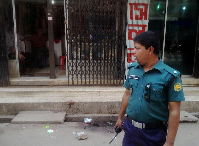 A policeman stands guard at the site in the Bangladeshi capital Dhaka where Nazimuddin Samad was hacked to death by four assailants, on April 7, 2016 (AFP Photo/Munir Uz Zaman)