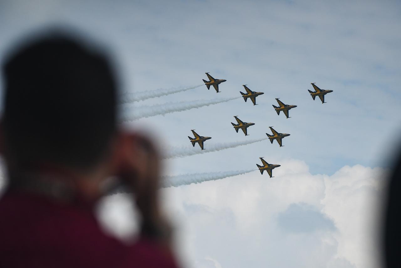 <p>Members of the media watching as the Republic of Korea Air Force Black Eagles Aerobatic team performs with their T-50 supersonic trainer jets during a media preview of the Singapore Airshow at the Changi Exhibition Centre on February 4, 2018. (PHOTO: Stefanus Ian / Yahoo News Singapore) </p>