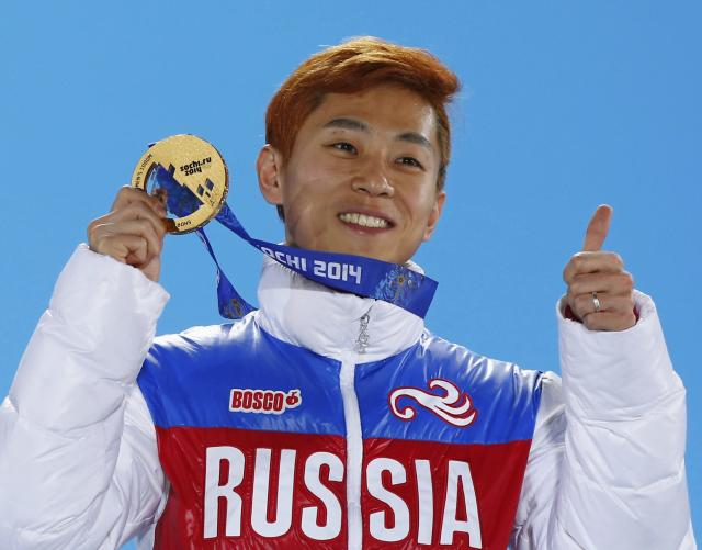 Gold medallist Russia's Victor An celebrates during the victory ceremony for the men's 1,000 metres short track speed skating finals at the 2014 Sochi Winter Olympics February 15, 2014. REUTERS/Shamil Zhumatov (RUSSIA - Tags: SPORT SPEED SKATING OLYMPICS)