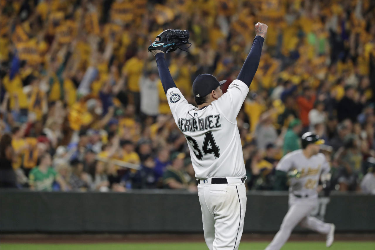 Hernández says farewell, playoff-chasing A's top Mariners
