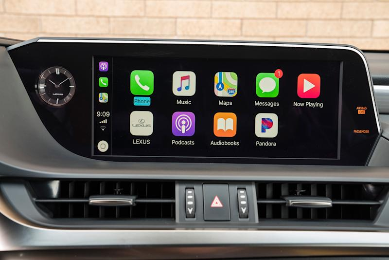 CarPlay in the 2019 Lexus ES