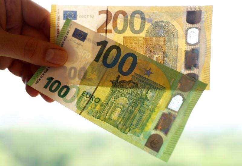 FILE PHOTO: The new 100 and 200 euro banknotes are presented at the headquarters of Germany's Federal reserve Bundesbank in Frankfurt