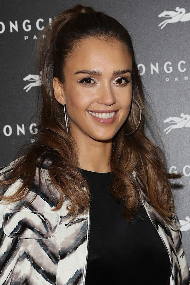 <p>When you're blessed with an olive complexion, try incorporating honey tones into a brunette base as seen here on Jessica Alba. </p><p><span></span></p>