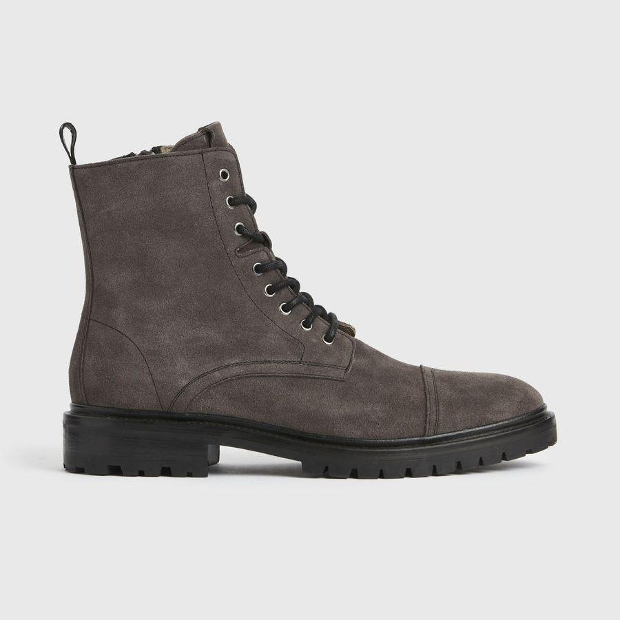 """<p><strong>AllSaints</strong></p><p>us.allsaints.com</p><p><strong>$359.00</strong></p><p><a href=""""https://go.redirectingat.com?id=74968X1596630&url=https%3A%2F%2Fwww.us.allsaints.com%2Fmen%2Fboots-and-shoes%2Fallsaints-piero-boots%2F%3Fcolour%3D3860&sref=https%3A%2F%2Fwww.menshealth.com%2Ftechnology-gear%2Fg37546941%2Fbest-gifts-for-mechanics%2F"""" rel=""""nofollow noopener"""" target=""""_blank"""" data-ylk=""""slk:BUY IT HERE"""" class=""""link rapid-noclick-resp"""">BUY IT HERE</a></p><p>For the guy who is mechanically minded but also dabbles in fashion, AllSaints' tough suede boots are inspired by workwear but made for the street. </p>"""