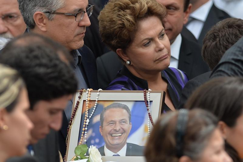 Brazilian President Dilma Rousseff (C) attends late Brazilian socialist presidential candidate Eduardo Campos's religious memorial in Recife, Brazil on August 17, 2014