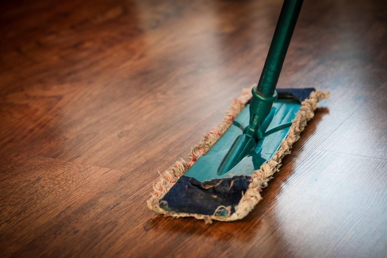 """<p>Thought your cleaning sponge was the dirtiest cleaning tool? Think again! <strong>""""</strong>Warm, humid and in touch with leftovers, a sponge offers the perfect surrounding for bringing it's <a rel=""""nofollow"""" href=""""https://cals.arizona.edu/media/archives/6.11.html"""">10 millions</a> germs to life. But the same conditions are on our mop!"""" says Roxanna.<br />""""We wipe with <a rel=""""nofollow"""" href=""""https://de.statista.com/statistik/daten/studie/36715/umfrage/bakterien-im-haushalt/"""">one billion bacteria </a> per ten square feet from room to room, but rarely clean the wiper itself."""" She suggests washing a removable cloth at 60 degrees after every use. A fixed fringe wiper should be exchanged every two months.<br /><i>[Photo: Pixabay via Pexels]</i> </p>"""
