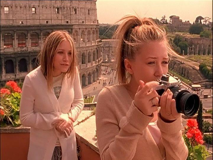 Mary-Kate and Ashley in front of the coliseum